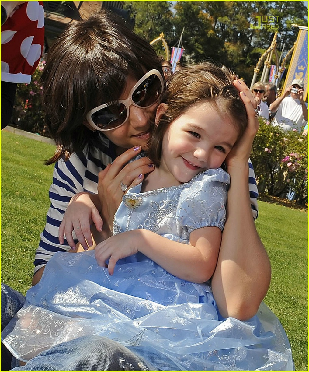 Suri Cruise | Don't ask me to smile...